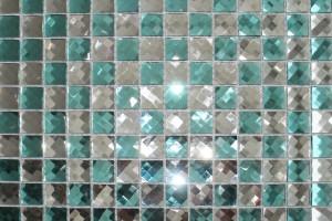 Мозаика стеклянная из страз (на сетке) 20*20 (304*304*4) F2x7
